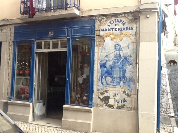 Lisbon story la città portoghese e i suoi negozi rossella farinotti labrouge