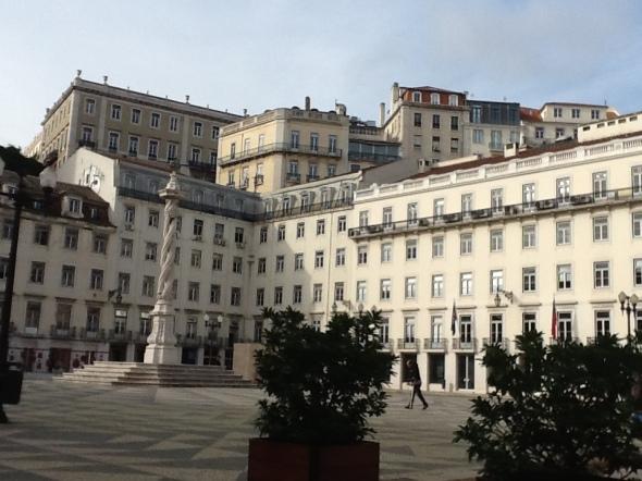 Lisbon story la città portoghese e le sue piazze rossella farinotti labrouge