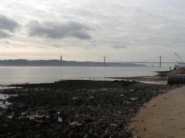 Lisbon story la città portoghese il mare e il ponte 25 aprile rossella farinotti labrouge