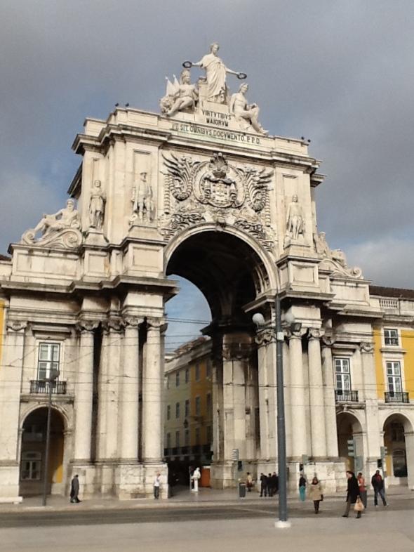 Lisbon story la città portoghese la porta del sol rossella farinotti labrouge