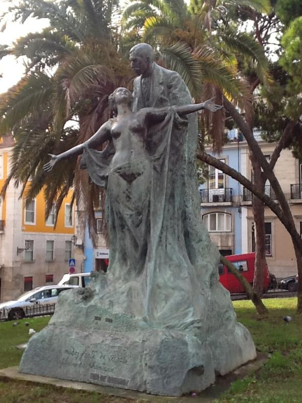 Lisbon story la città portoghese monumento al Chiado rossella farinotti labrouge