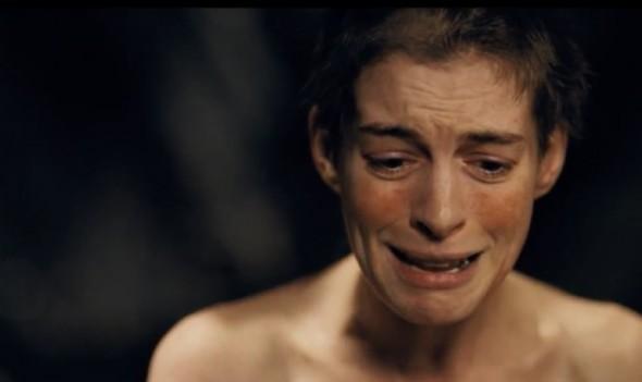 Anne Hataway espressionismo nei Miserabili di Tom Hooper melodramma cantato dai tratti espressionisti rossella farinotti labrouge