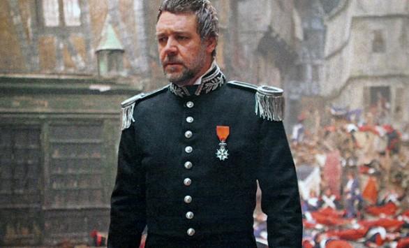 Russell Crowe in divisa nei Miserabili di Tom Hooper melodramma cantato dai tratti espressionisti rossella farinotti labrouge