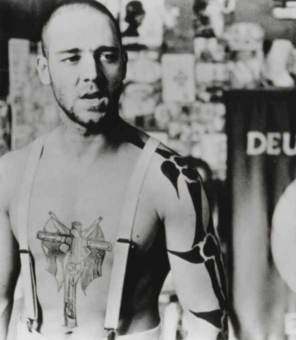 Educazione Siberiana e del tatuaggio, Skinhead Russell Crowe il tattoo nel cinema labrouge
