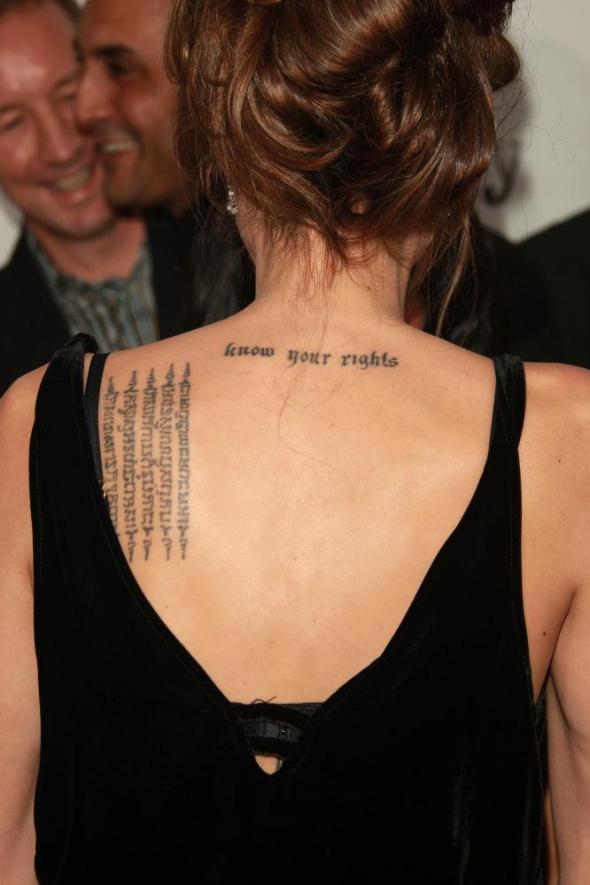 Educazione Siberiana e del tatuaggio,Angelina Jolie di schiena il tattoo nel cinema labrouge