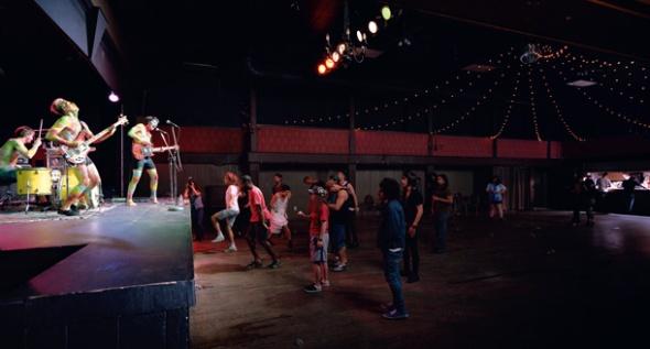 jeff wall canadese  Band and Crowd al pac padiglione arte contemporanea fino al 9 giugno milano labrouge