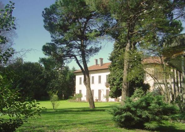 villa rescalli villoresi e fondazione dario mellone esterno  labrouge
