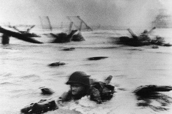 Robert Capa sbarco in Normandia Spazio Forma una passione fotografica da 8 anni di mostre labrouge