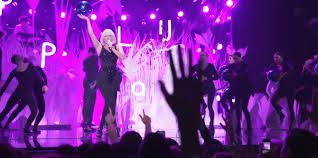 Art Pop lady gaga jekff koons concert  collaborazione   tra arte e discipline Lady Gaga e Jeff Koons labrouge