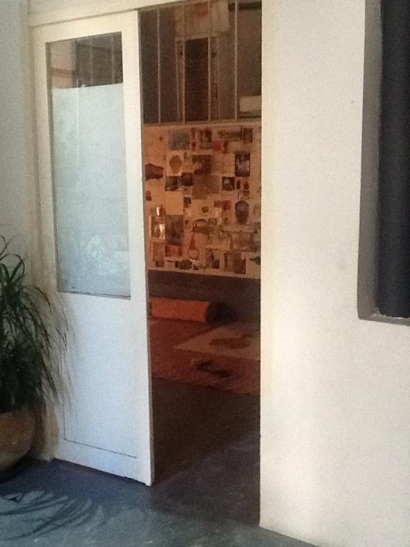 spazio Tabadoul 2 e mezzo dettaglio muro, Berra e Zinesi a Tangeri manifesto spazio Tabadoul scambio labrouge