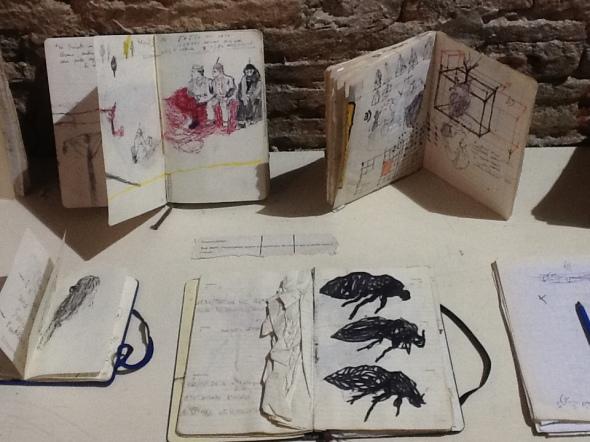 spazio Tabadoul 2 e mezzo in mostra quaderni Zinesi, Thomas Berra e Matteo Zinesi a Tangeri spazio Tabadoul scambio labrouge