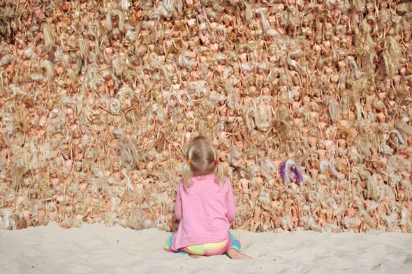 annette-thas-builds-a-giant-wave-wave-of-barbie-dolls- labrouge