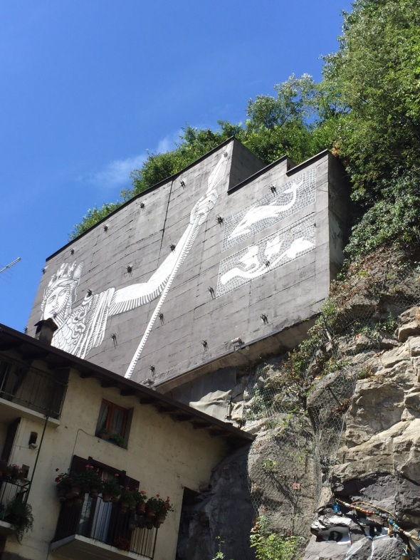 valle camonica that's valley that's contemporary cultura ozmo murale breno labrouge exibart